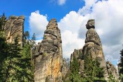 Sikt av sandstenpelarna Teplice-Adrspach vaggar staden Stenig stad i Adrspach - nationell naturreserv i Tjeckien Arkivbild