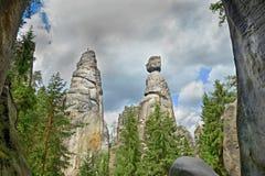 Sikt av sandstenpelarna Teplice-Adrspach vaggar staden Stenig stad i Adrspach - nationell naturreserv i Tjeckien, Fotografering för Bildbyråer