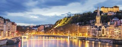 Sikt av Saone River i den Lyon staden på aftonen Royaltyfria Foton
