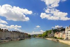 Sikt av Saones flod till och med den Lyon staden, Frankrike Arkivbilder