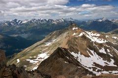 Sikt av schweiziska Alps i sommar Arkivbild