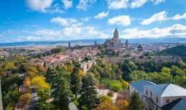 Sikt av Segovia via Alcazar royaltyfri bild