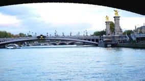 Sikt av Seine River i Paris arkivfilmer