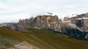 Sikt av Sella gruppberg från sänkan Rodella Dolomites Italy stock video