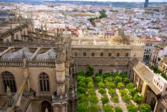 Sikt av Seville från domkyrkatorn Arkivfoto