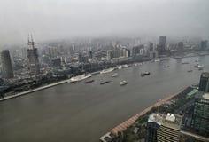 Sikt av Shanghai och floden royaltyfri foto
