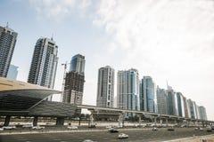 Sikt av Sheikh Zayed Road skyskrapor i Dubai, UAE Arkivbilder