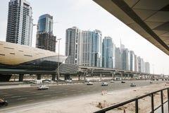 Sikt av Sheikh Zayed Road skyskrapor i Dubai, UAE Arkivbild