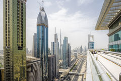 Sikt av Sheikh Zayed Road skyskrapor i Dubai, UAE Arkivfoto