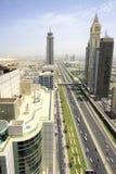 Sikt av Sheikh Zayed Road skyskrapor i Dubai, UAE Royaltyfri Bild