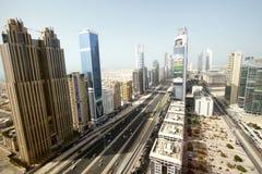 Sikt av Sheikh Zayed Road skyskrapor i Dubai, UAE Arkivfoton