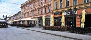 Sikt av shoppinggatan i den Novi Sad staden, Serbien Arkivbild