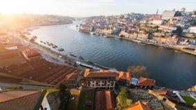 Sikt av sidovillan Nova de Gaia på den Douro floden, Porto, Portugal Natur arkivbilder