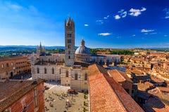 Sikt av Siena Cathedral Duomo di Siena och Piazza del Duomo i Siena Arkivbilder