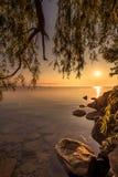 Sikt av Simcoe sjön under soluppgång Arkivfoto