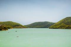 Sikt av sjön Abrau Royaltyfri Bild
