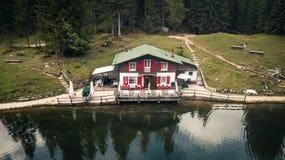 Sikt av sjön Ajal ` Ampezzo, Dolomites, Italien för Cortina D Arkivbilder