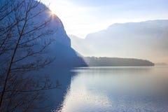 Sikt av sjön av Hallstatt, Österrike Royaltyfria Bilder