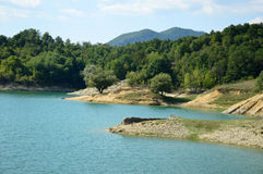 Sikt av sjön av Salto i Abruzzo, Italien 95 Arkivbilder