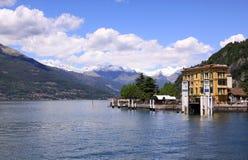 Sikt av sjön Como från Bellagio strand Arkivbild