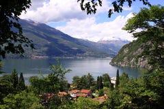 Sikt av sjön Como från Varena Arkivbilder
