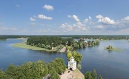 Sikt av sjön Seliger från klockatornet av kyrkan Royaltyfri Fotografi