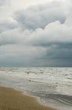 Sikt av sjösidan för storm Fotografering för Bildbyråer