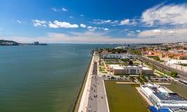 Sikt av sjösidan i Lissabon, Portugal Arkivfoton