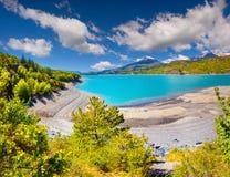Sikt av sjön Serre-Poncon Arkivfoto
