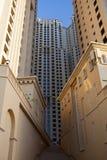 Sikt av skyskrapor för Sheikh Zayed Väg i Dubai Royaltyfri Bild