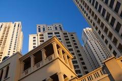 Sikt av skyskrapor för Sheikh Zayed Väg i Dubai Royaltyfri Fotografi