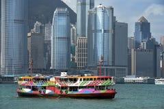 Sikt av skyskrapor från Victoria Harbor, Hong Kong Arkivbild