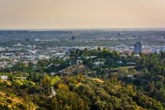 Sikt av slingor i Griffith Park och Hollywood royaltyfria foton
