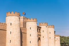 Sikt av slotten Aljaferia som byggs i det 11th århundradet i Zaragoza, Spanien Kopiera utrymme för text Arkivbilder