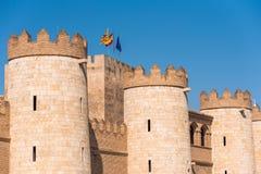 Sikt av slotten Aljaferia som byggs i det 11th århundradet i Zaragoza, Spanien Kopiera utrymme för text Royaltyfri Bild