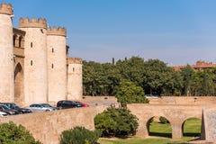 Sikt av slotten Aljaferia som byggs i det 11th århundradet i Zaragoza, Spanien Kopiera utrymme för text Royaltyfri Foto