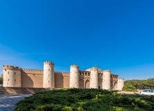 Sikt av slotten Aljaferia som byggs i det 11th århundradet i Zaragoza, Spanien Kopiera utrymme för text Royaltyfria Foton