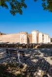 Sikt av slotten Aljaferia som byggs i det 11th århundradet i Zaragoza, Spanien Kopiera utrymme för text vertikalt Arkivbilder