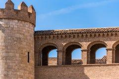 Sikt av slotten Aljaferia som byggs i det 11th århundradet i Zaragoza, Spanien Närbild Kopiera utrymme för text Fotografering för Bildbyråer