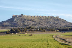 Sikt av slotten av Gormaz i Soria, Spanien Arkivfoton