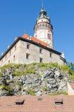 Sikt av slotten med ett högt torn Royaltyfri Fotografi