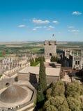 Sikt av slottet av Almodovar del Rio från över Royaltyfri Foto