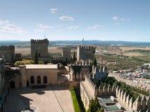 Sikt av slottet av Almodovar del Rio från över Arkivbild