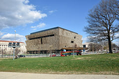 Sikt av Smithsonian det nationella museet av afrikansk amerikanhistoria och kultur (NMAAHC) Washington DC, USA arkivbild