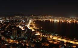 Sikt av Smyrna på natten, Turkiet. Arkivbild