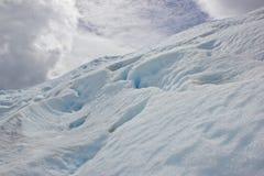 Sikt av snöberget på glaciären arkivfoto