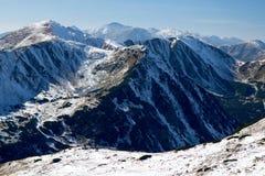 Sikt av snöig kanter av västra Tatras berg, västra Carpathians, Slovakien Royaltyfria Foton
