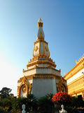 Sikt av solnedgången på Wat Pha Nam Thip Thap Prasit Wanaram, thailändsk tempel i det Roi Et landskapet, Thailand & x28; offentli Royaltyfria Foton