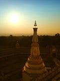 Sikt av solnedgången på Wat Pha Nam Thip Thap Prasit Wanaram, thailändsk tempel i det Roi Et landskapet, Thailand & x28; offentli Royaltyfria Bilder