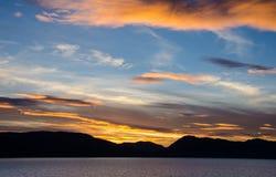 Sikt av solnedgången från kryssningshipen Arkivfoton